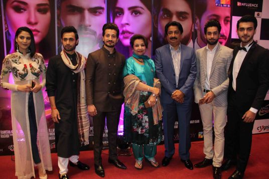 post-report-star-studded-premiere-for-thora-jee-le-held-in-karachi-4